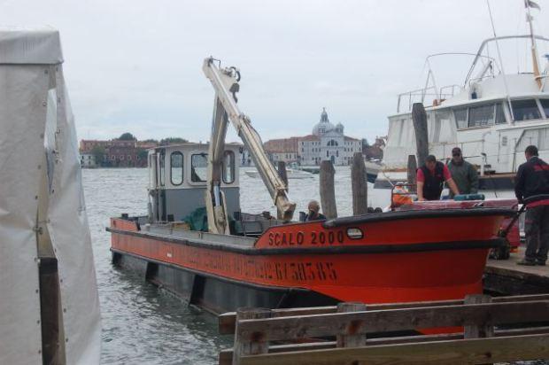 Crane boat, Venice